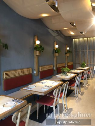 Foto 10 - Interior di Akar Restaurant and Bar oleh feedthecat