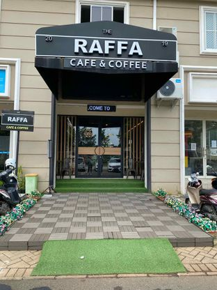 Foto 6 - Interior di Raffa Cafe & Coffee oleh Jeljel