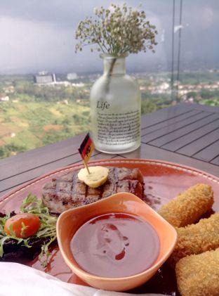 Foto - Makanan di Skyline oleh nesyaadenisaa