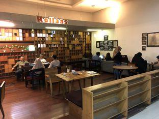 Foto 9 - Interior(area non-smoking) di Rollaas Coffee & Tea oleh Budi Lee