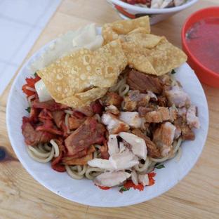 Foto - Makanan di Pangsit Mie Palu oleh Belly Culinary