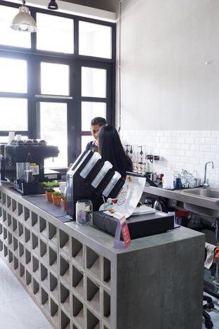 Foto 18 - Interior di Meneed Coffee Cuts oleh yudistira ishak abrar