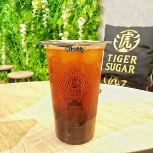 Foto 2 - Makanan(Brown Sugar Grene Tea) di Tiger Sugar oleh duocicip