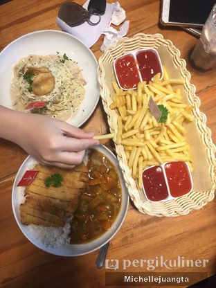 Foto review De Mandailing Cafe N Eatery oleh Michelle Juangta 1