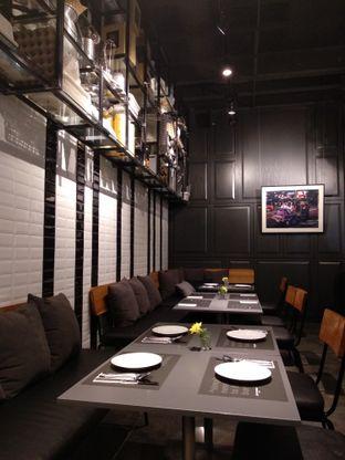Foto review Greyhound Cafe oleh Eunice   9