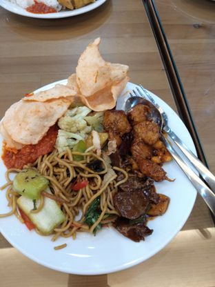 Foto 6 - Makanan di Alpukat Bistro oleh duocicip