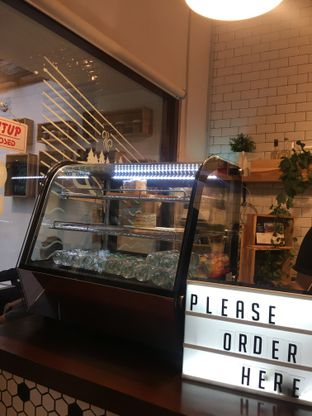 Foto 6 - Interior di Dimitree Coffee & Eatery oleh RI 347 | Rihana & Ismail