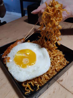 Foto 3 - Makanan di Sate Taichan Goreng oleh Eatandtravelsstory