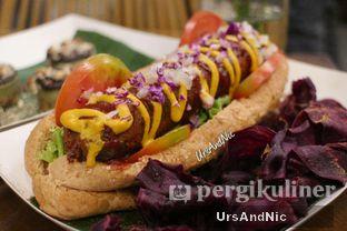 Foto 1 - Makanan(Vegan Hot Dog) di Burgreens Express oleh UrsAndNic