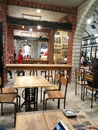 Foto 6 - Interior di OTW Food Street oleh Novia Maulidya
