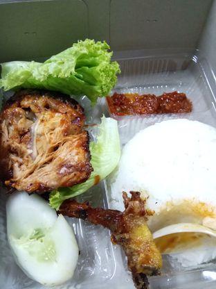 Foto - Makanan di Ayam Bakar Kambal oleh Wita