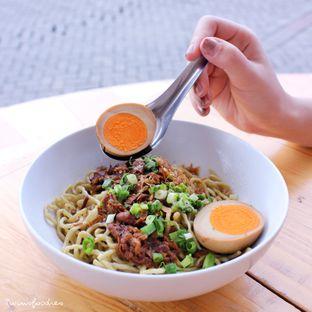 Foto 2 - Makanan di Bakmi Lamlo oleh IG : Heyyunita
