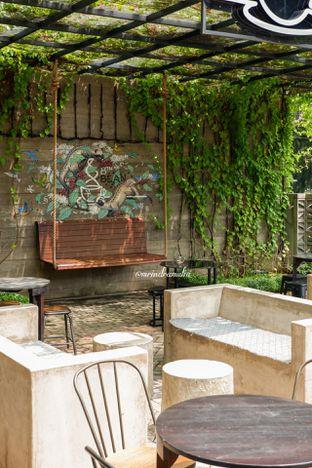 Foto 12 - Eksterior di 8th Bean Cafe oleh Indra Mulia