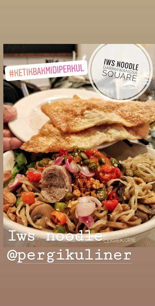 Foto 1 - Makanan di IWS Noodle & Cafe oleh Opie Quqisqu