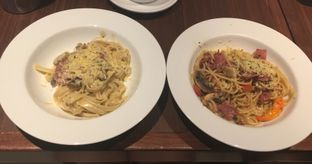 Foto 1 - Makanan(Fettucine Alfredo & Spaghetti Aglio Olio) di The Kitchen by Pizza Hut oleh lt foodlovers28