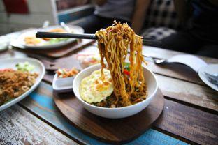 Foto 2 - Makanan(Mie Terbang) di Happiness Kitchen & Coffee oleh Julio Nangkoda