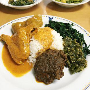 Foto 2 - Makanan(Rendang, gulai ayam, kikil, daun singkong) di Restoran Sederhana SA oleh Magdalena Fridawati