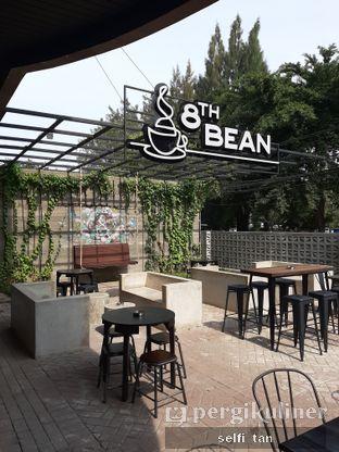 Foto 4 - Interior di 8th Bean Cafe oleh Selfi Tan