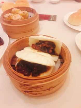 Foto 2 - Makanan(Bakpau isi Babi Hong) di Sun City Restaurant - Sun City Hotel oleh Fannie Huang||@fannie599