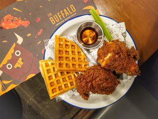 Foto 4 - Makanan(Waffle Fried chicken ) di The Buffalo oleh Meisya Violeta   @HappyBuncit