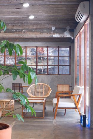 Foto 11 - Interior di Mineral Cafe oleh yudistira ishak abrar