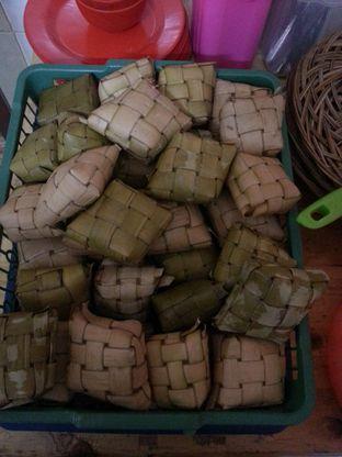 Foto 6 - Makanan(Ketupat buat coto makassar) di Soto Oseng MooMoo oleh Merry Yao