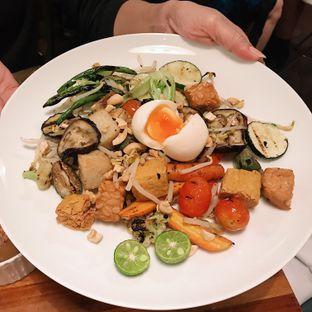 Foto 2 - Makanan di Monolog oleh Della Ayu