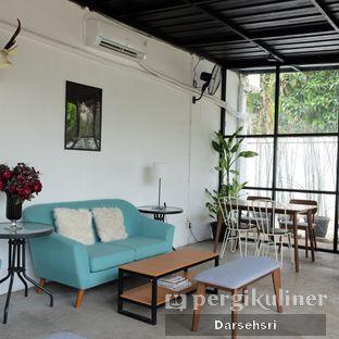 Foto 9 - Interior di Semusim Coffee Garden oleh Darsehsri Handayani