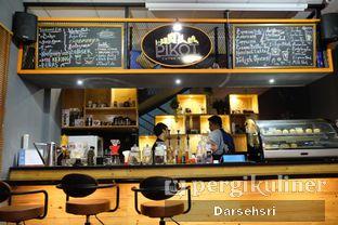 Foto 6 - Interior di Pikot Coffee & Resto oleh Darsehsri Handayani