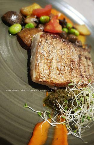 Foto 1 - Makanan(Seared Barramundi) di Savannah Cafe & Resto oleh Avien Aryanti