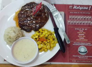 Foto review Steak Hotel by Holycow! oleh Yanni Karina 3