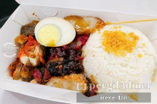 Foto 2 - Makanan(Signature Nasi Putih Campur Ko Aan) di Nasi Campur Ko Aan oleh Irene Stefannie @_irenefanderland
