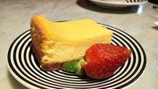Foto 4 - Makanan(Cheesecake) di Pizza Marzano oleh Komentator Isenk