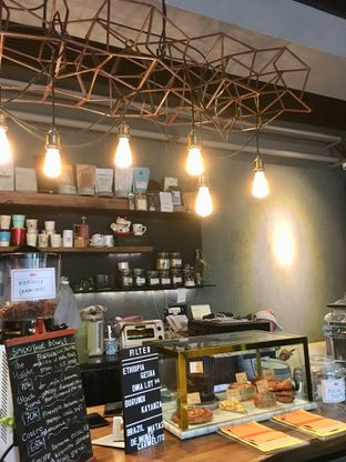 Foto 10 - Interior di Fillmore Coffee oleh Prido ZH