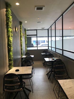 Foto 9 - Interior di Phos Coffee & Eatery oleh Stefanus Hendra