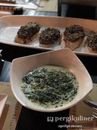 Foto 2 - Makanan(Creamy Spinach) di El Asador oleh Cubi