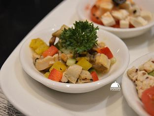 Foto 7 - Makanan(Vegetables Salad) di Collage - Hotel Pullman Central Park oleh IG: FOODIOZ