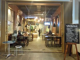 Foto 3 - Interior di Good News Coffee & Dine oleh yudistira ishak abrar