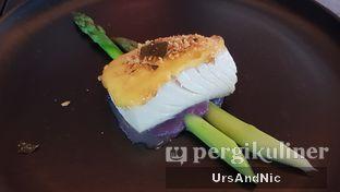 Foto 6 - Makanan(Oven baked salted egg hollandaise Black cod) di Altitude Grill oleh UrsAndNic