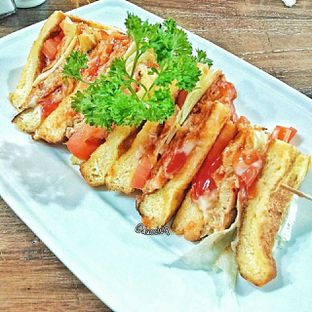 Foto 3 - Makanan(omelette sandwich) di PLUIE Cafe & Resto oleh duocicip