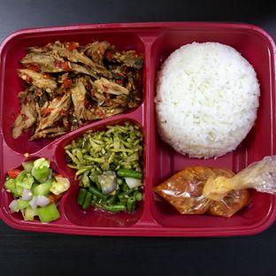 Foto - Makanan(Paket Nasi Campur Ikan) di Dapur Tateli oleh @stelmaris