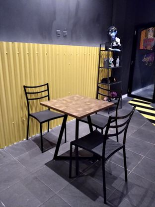 Foto 13 - Interior di FIX Burger oleh Prido ZH