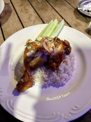 Foto 2 - Makanan(Ayam Geprek Sambel Matah) di Kopi Kitchen oleh @muskEATeers