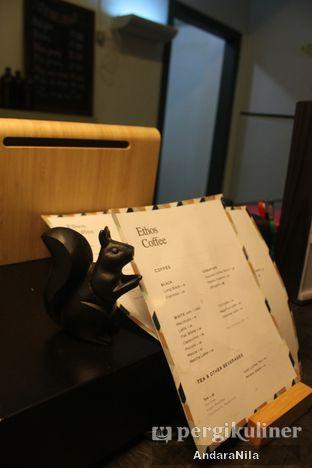 Foto 7 - Interior di Ethos Coffee oleh AndaraNila