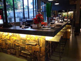 Foto 6 - Interior di Old Wood Bistro & Bar oleh Nisanis