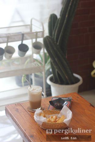 Foto 2 - Makanan di Morethana Minilib & Coffee oleh Selfi Tan