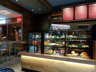 Foto 2 - Interior di Starbucks Coffee oleh El Yudith