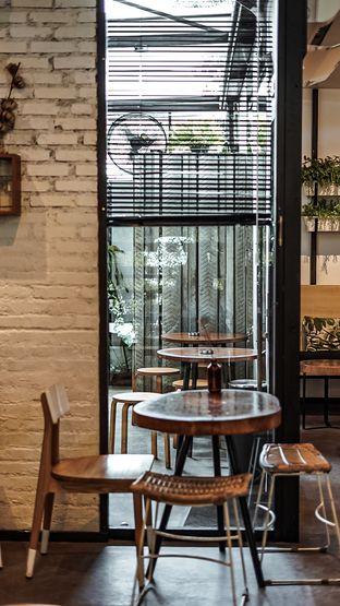 Foto 6 - Interior di Popolo Coffee oleh deasy foodie