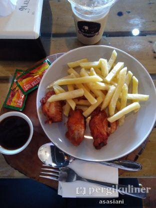 Foto 1 - Makanan(French fries with chicken wings) di Bajaj Coffee oleh Asasiani Senny