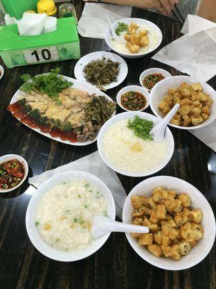 Foto 2 - Makanan di Bubur Ayam Mangga Besar 1 oleh Elvira Sutanto